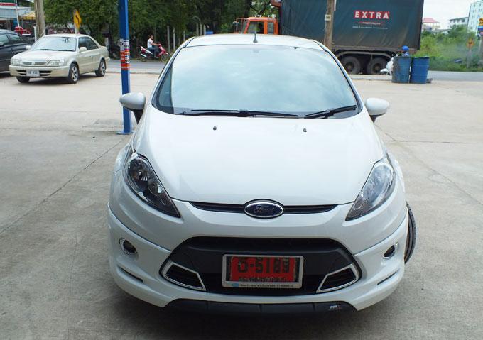 ชุดแต่ง Fiesta 4DR สีขาว เฟียนต้า 4 ประตู รูปที่ 3