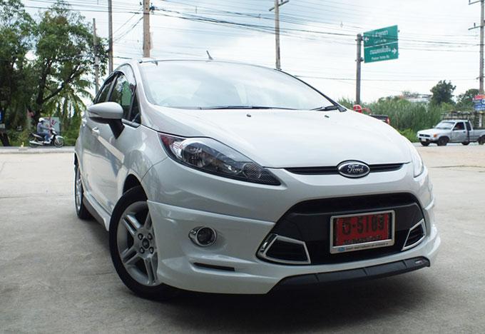 ชุดแต่ง Fiesta 4DR สีขาว เฟียนต้า 4 ประตู รูปที่ 4