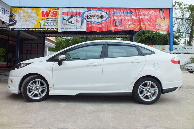 ชุดแต่ง Fiesta 4DR สีขาว เฟียนต้า 4 ประตู รูปที่ 7