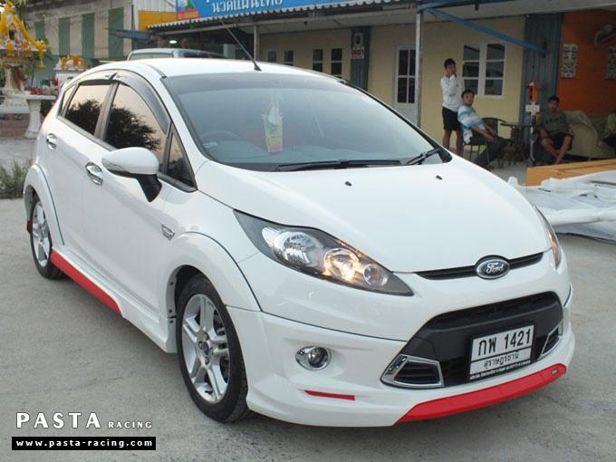 Red Devil ชุดแต่ง Fiesta 5DR TOP ขาว เฟียสต้า 5 ประตู ทำสีแบบพิเศษ คุณภัทร รูป 4