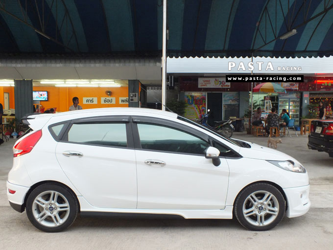 ชุดแต่ง Fiesta 5DR TOP สีขาว เฟียสต้า 5 ประตู คุณหนึ่ง รูป 5