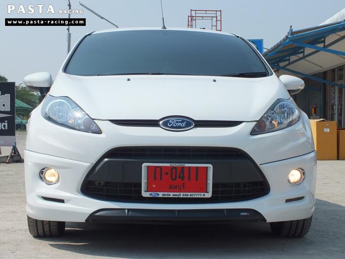 ชุดแต่ง เฟียสต้า Fiesta แต่งสวย 5dr 5 ประตู rbs ideo v2 สเกิร์ต 2011 2012 2013 2014 สีขาว คุณแป้ง รูป 1