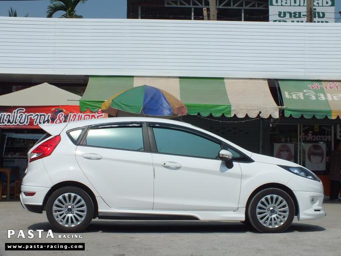 ชุดแต่ง เฟียสต้า Fiesta แต่งสวย 5dr 5 ประตู rbs ideo v2 สเกิร์ต 2011 2012 2013 2014 สีขาว คุณแป้ง รูป 5