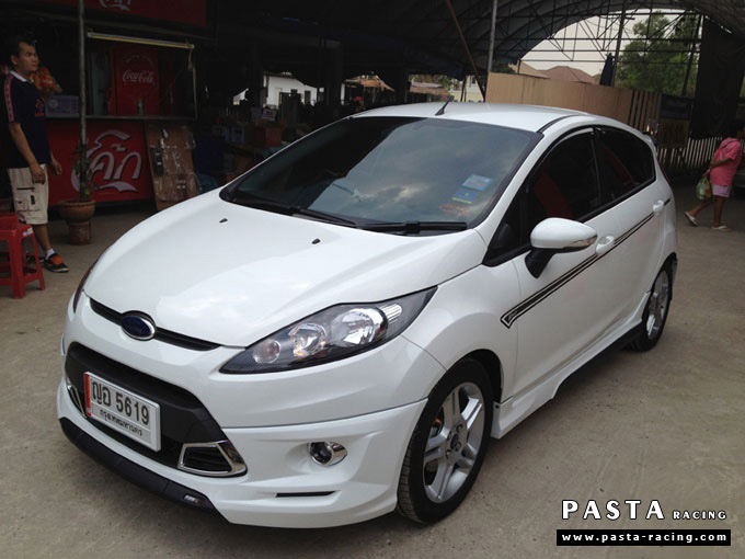 ชุดแต่ง Fiesta 5DR TOP สีขาว เฟียสต้า 5 ประตู รูป 4